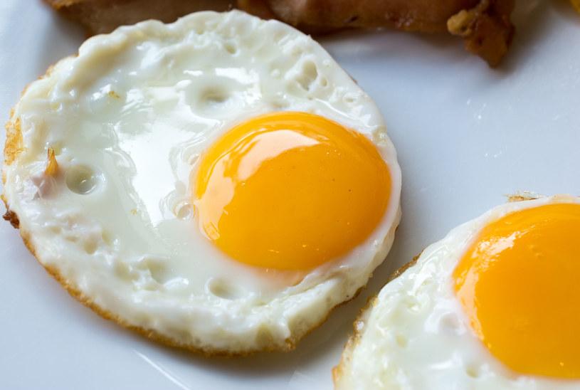 Żółtko jajka zawiera sporo cholesterolu, ale jest to tzw. dobry cholesterol. /123RF/PICSEL