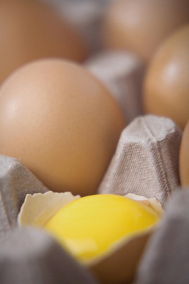 żółtko jajka zdrowe /© Photogenica