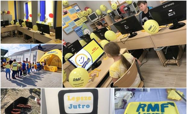 """Żółto-niebieska pracownia informatyczna dla szkoły w Czernikowie. """"Wspaniały prezent"""""""