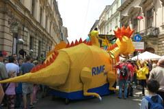 Żółto-niebieski smok RMF FM!