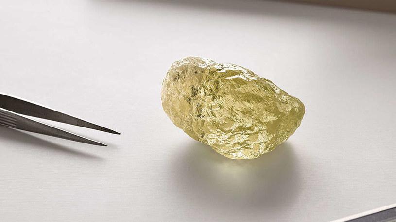 Żółty diament, który znalazła turystka zadziwił nawet pracowników kopalni. /materiały prasowe