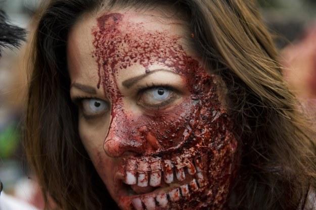 """Zombie to popularny motyw w popkulturze. Wiele osób jednak poważnie cierpi, bo twierdzi, że jest """"żywym trupem"""" /AFP"""