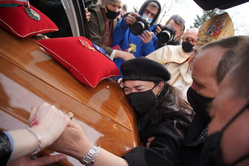Żona Krzysztofa Krawczyka na jego pogrzebie /Tricolors /East News