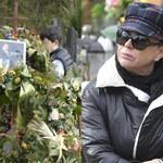 Żona Krzysztofa Krawczyka pojawiła się na cmentarzu. Odwiedza grób męża nawet kilka razy dziennie