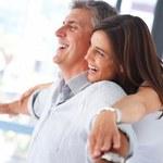 Żonaci po studiach z miasta żyją dłużej