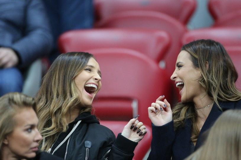 Żony piłkarzy przyjaźnią się od wielu lat /East News