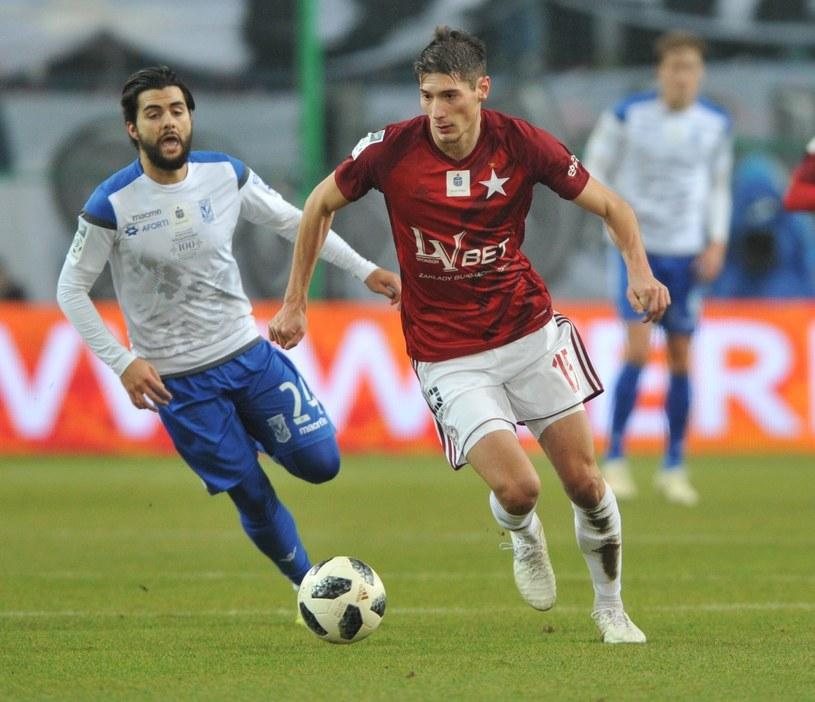 Zoran Arsenić (w czerwonej koszulce) nie jest już piłkarzem Wisły /Michał Klag /