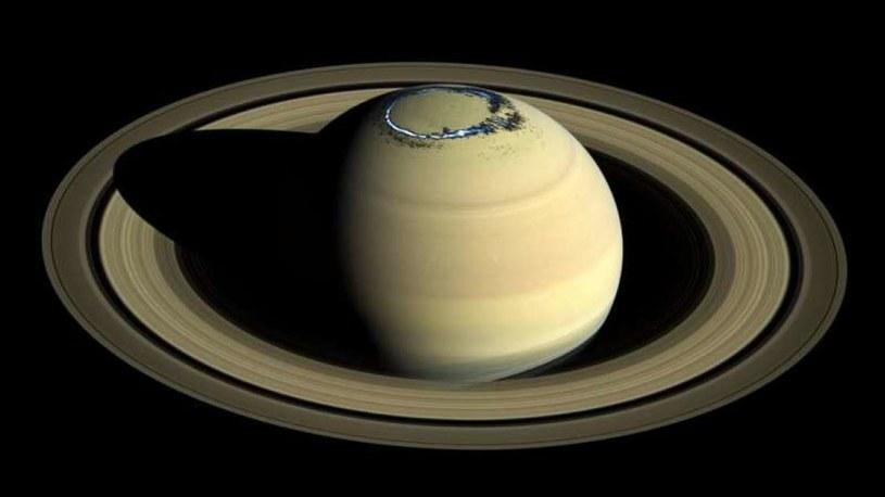 Zorza polarna na Saturnie /materiały prasowe