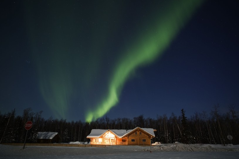 Zorza polarna przyciąga co rok setki tysięcy turystów. Tromsø to jedno z najlepszych na świecie miejsc do obserwowania aurora borealis. Przyjeżdża tu wielu Japończyków, którzy wierzą, że zorza daje gwarancję posiadania inteligentnych dzieci /123RF/PICSEL