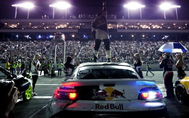 Zostań mistrzem i wygraj jazdę testową Porshe 911 Carrera S /Informacja prasowa