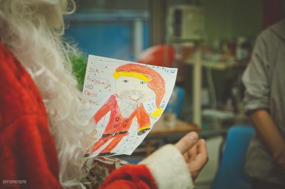 Zostań Świętym Mikołajem. Pomóż dzieciom na onkologii /Paczka na Gwiazdkę /