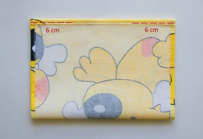 Zostawienie dziury jest niezbędne, by w maseczce można było umieścić filtr /INTERIA.PL