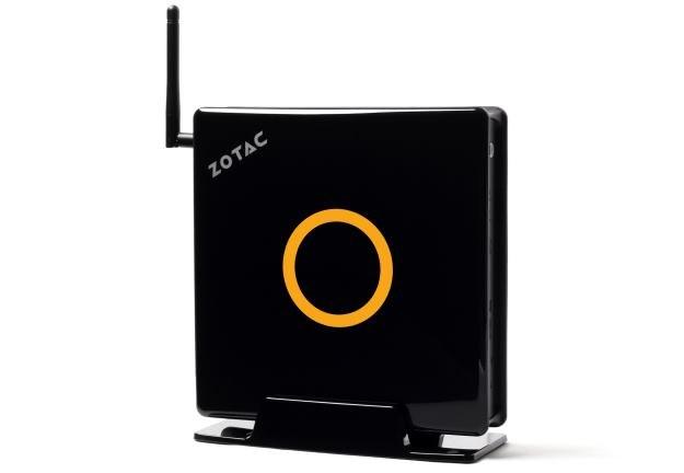 Zotac ZBOX EI750 - niewielki komputer. Antena służy do komunikacji Wi-Fi (ale możemy ją odkręcić) /materiały prasowe