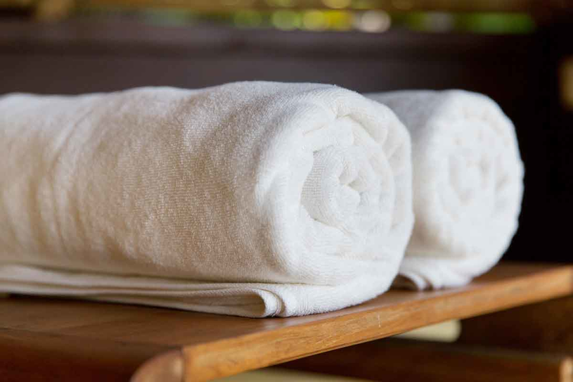 Zrezygnuj z płynów, a ręczniki zmiękczaj octem i sodą /123RF/PICSEL