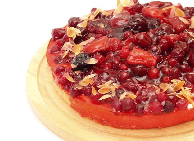 Zrób pyszny deser z galaretką i czereśniami /123RF/PICSEL