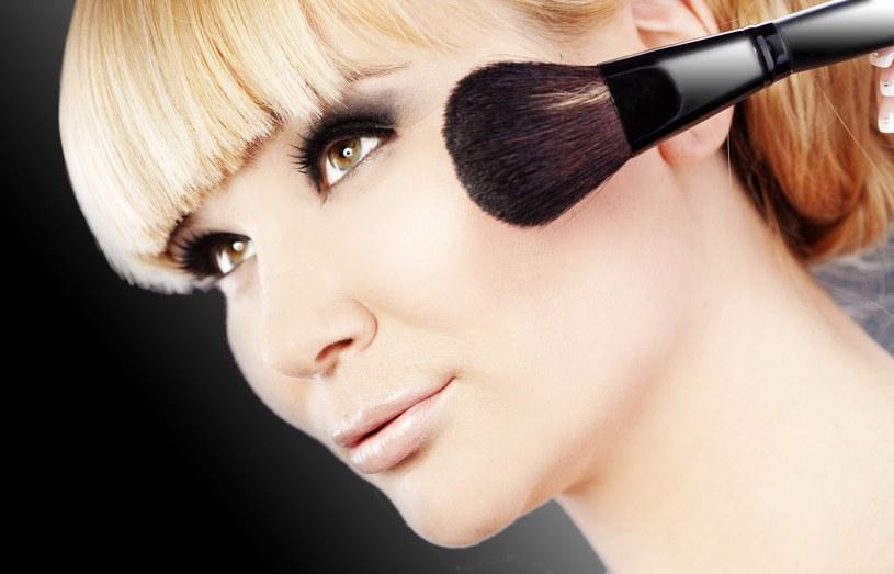 Zrobienie makijażu zajmie ci kilka minut i będziesz  potrzebowała tylko trzech kosmetyków /123RF/PICSEL