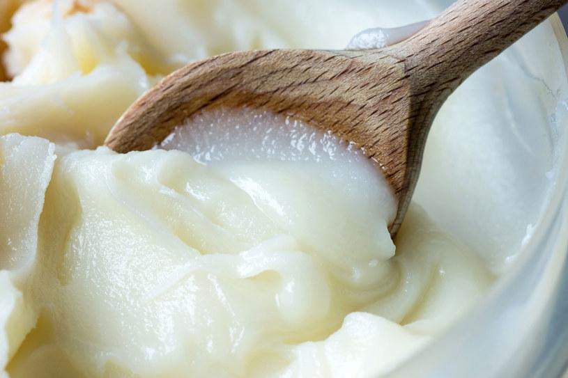 Źródłem nasyconych kwasów tłuszczowych są produkty pochodzenia zwierzęcego takie jak: masło, mięso, sery, wędliny i smalec /123RF/PICSEL