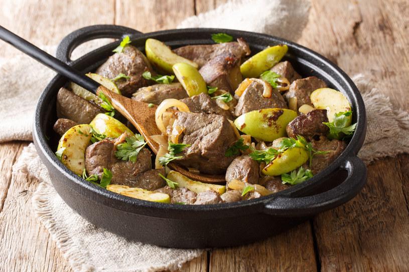 Źródłem puryn w diecie jest przede wszystkim mięso, w tym podroby /123RF/PICSEL