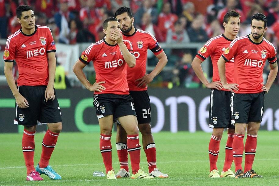 Zrozpaczeni piłkarze z Lizbony w finale Ligi Europy Benfica-Sevilla /DANIEL DAL ZENNARO  /PAP/EPA