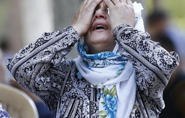 Zrozpaczona krewna jednej z ofiar zamachu /SEDAT SUNA /PAP/EPA
