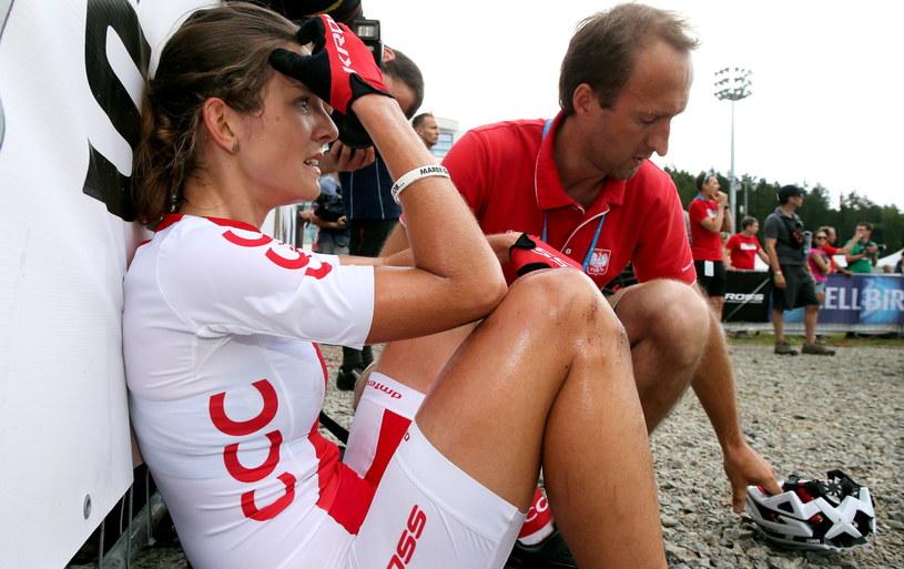 Zrozpaczona Maja Włoszczowska z trenerem Michałem Krawczykiem /PAP