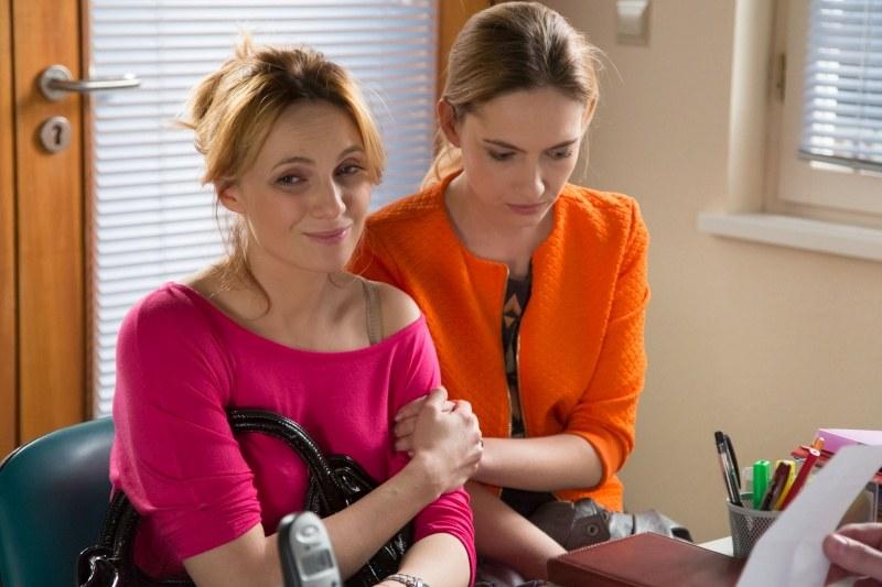 Zrozpaczona Monika poprosi Joannę, żeby towarzyszyła jej podczas wizyty u lekarza. /Agencja W. Impact