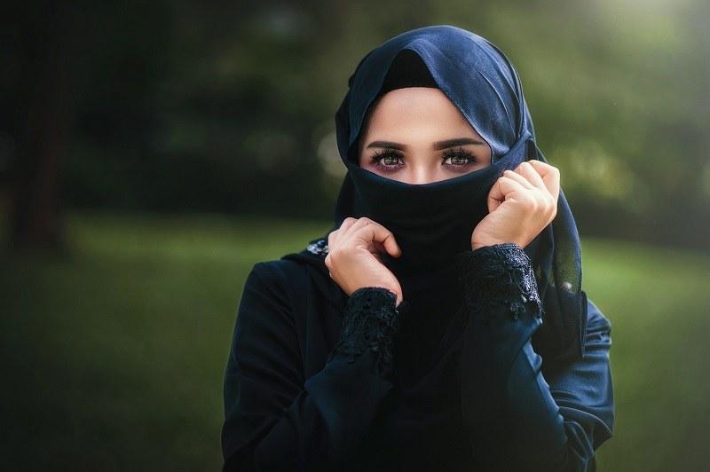 """""""Zrozpaczona zrozumiała, że arabskie obyczaje wzięły górę nad niedawną, wielką miłością"""". /Pixabay.com"""