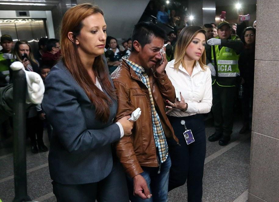 Zrozpaczony ojciec zamordowanej dziewczynki /Mauricio Duenas Castaneda /PAP/EPA