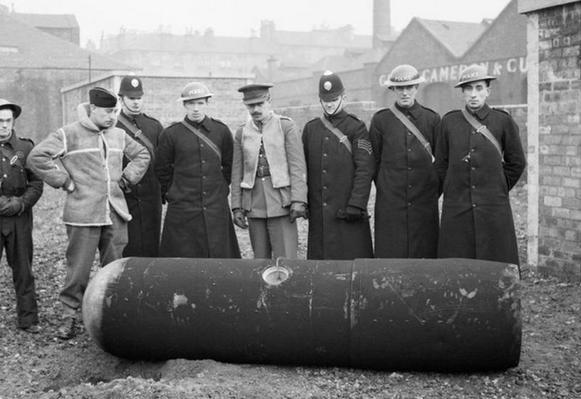 Zrzucona nad Glasgow, 18 marca 1941 roku, mina LMB z zapalnikiem czasowym. /Lockeyear W T (Lt), War Office official photographer /domena publiczna
