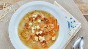 Zupa cebulowa z białym winem, grzankami i serem