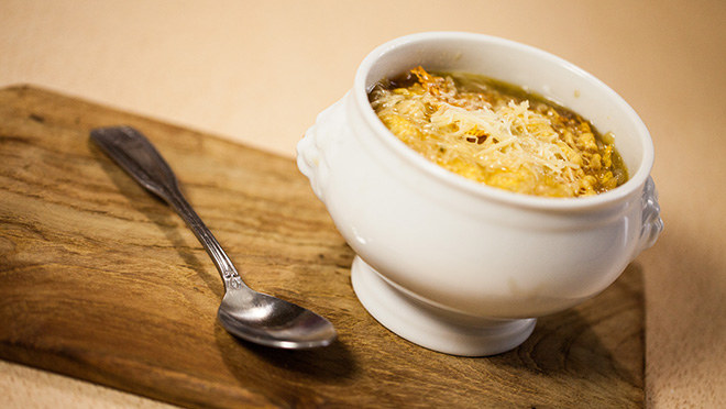 Zupa cebulowa /materiały prasowe