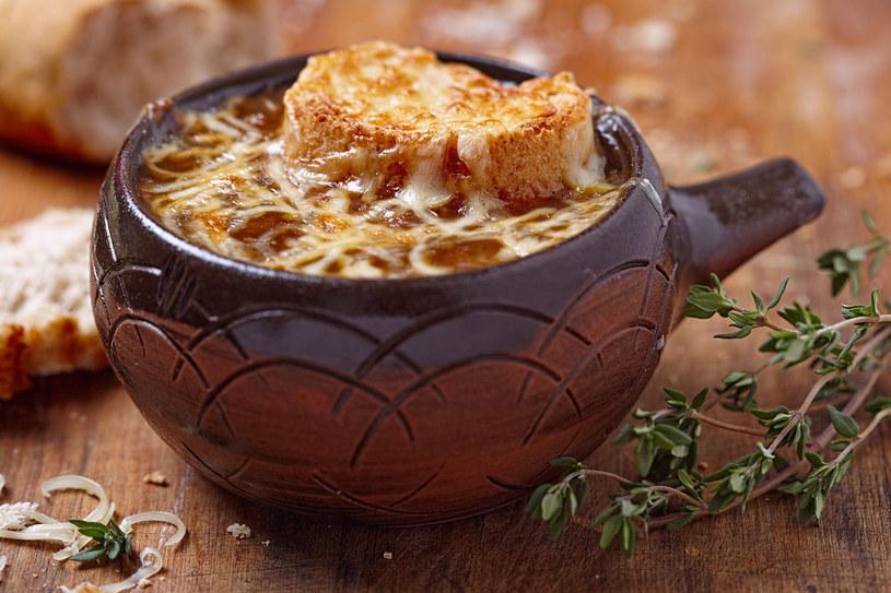 Zupa cebulowa /123RF/PICSEL