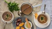 Zupa chlebowa z czosnkiem, serem i wędzoną kiełbaską