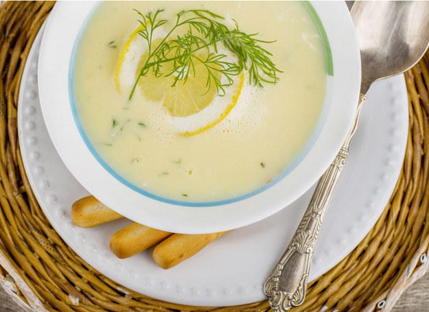 Zupa cytrynowa smakuje znakomicie. /123RF/PICSEL