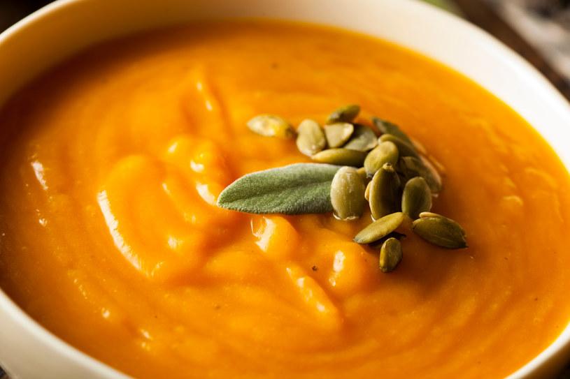 Zupa dyniowa to idealne danie na zimne, jesienne wieczory! /123RF/PICSEL