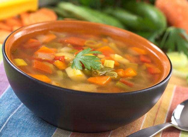 Zupa fasolowa smakuje wyjątkowo. /123RF/PICSEL