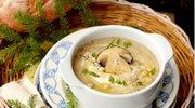 Zupa grzybowa z orzechami pinii