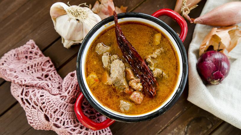 Zupa gulaszowa należy do tradycyjnych dań węgierskich /INTERIA.PL