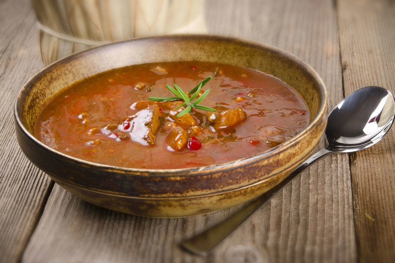 Zupa gulaszowa /123RF/PICSEL