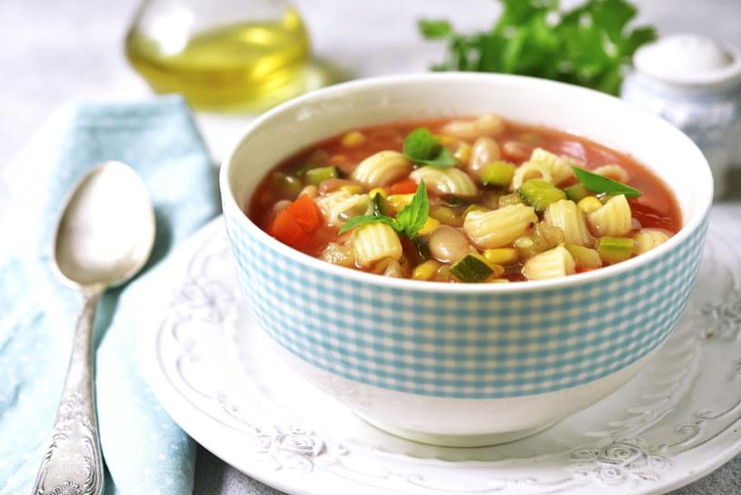 Zupa jarzynowa może smakować za każdym razem inaczej, wystarczy tylko eksperymentować z przyprawami /123RF/PICSEL