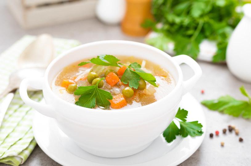 Zupa marchewkowa jest bogata w składniki odżywcze i witaminy /123RF/PICSEL
