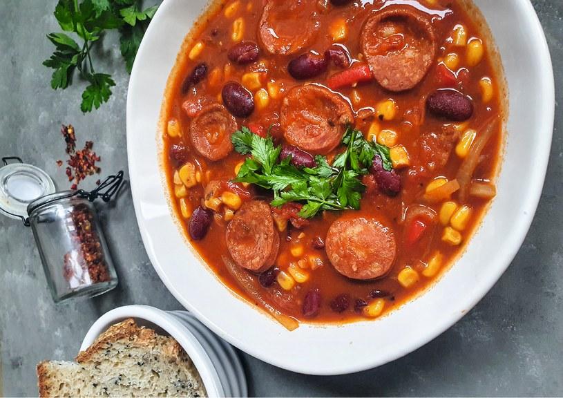 Zupa meksykańska z chorizo to pyszny, rozgrzewający obiad dla miłośników pikantnych smaków /materiały prasowe /materiały prasowe