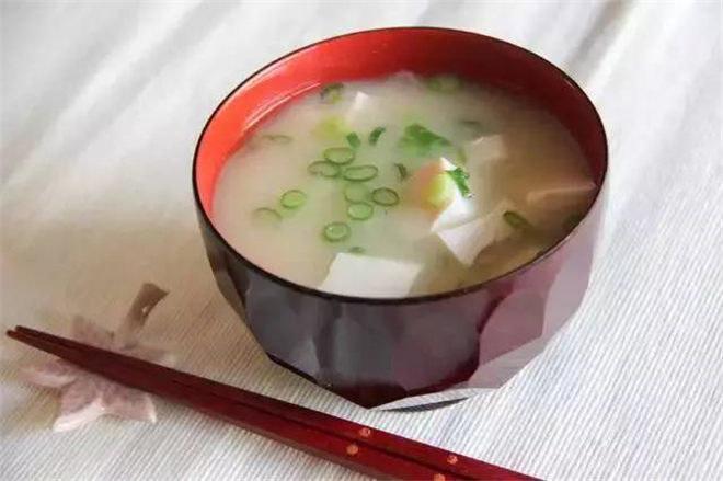 Zupa miso właściwości probiotyczne /© Photogenica