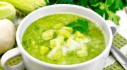 Zupa ogórkowa zcytryną