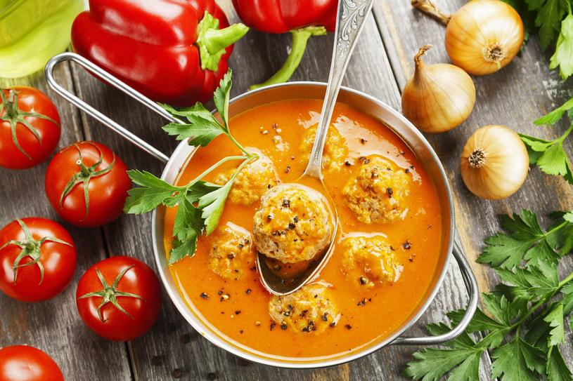 Zupa paprykowa z klopsami /123RF/PICSEL