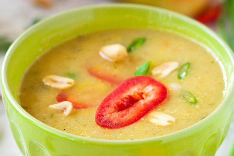 Zupa paprykowa ze szczypiorkiem /123RF/PICSEL