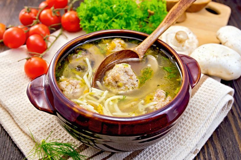 Zupa pieczarkowa z klopsami /123RF/PICSEL