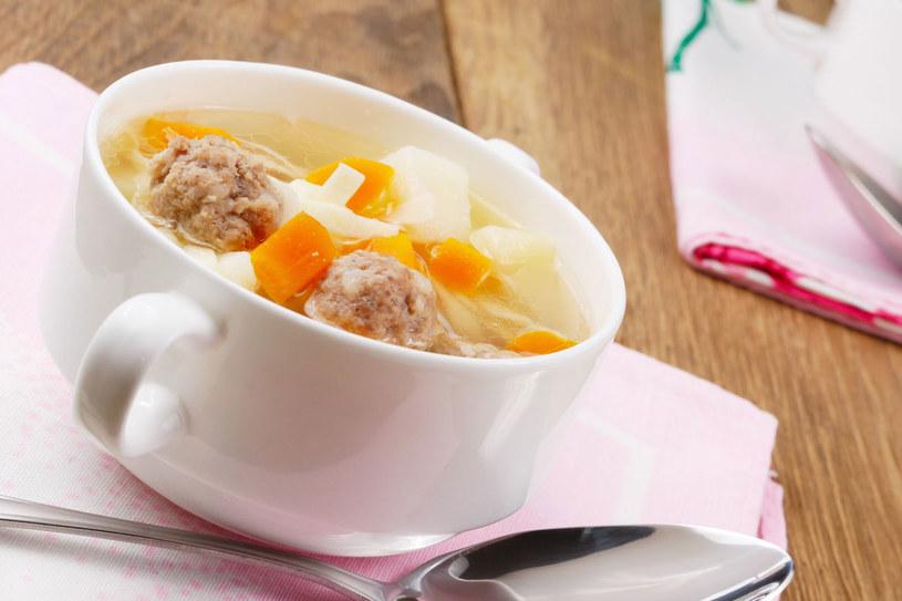 Zupa pieczarkowa z klopsikami /123RF/PICSEL