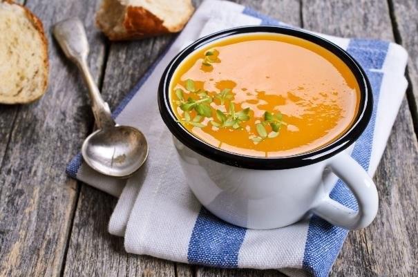 Zupa powinna być zblendowana na gładki krem /123RF/PICSEL