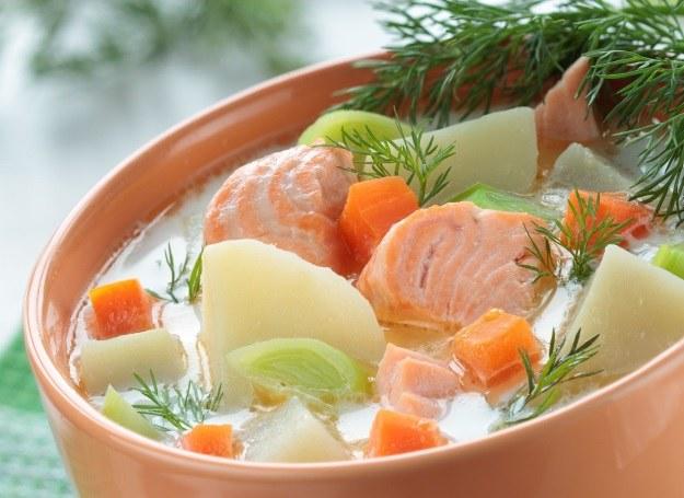 Zupa rybna z łososiem /123RF/PICSEL